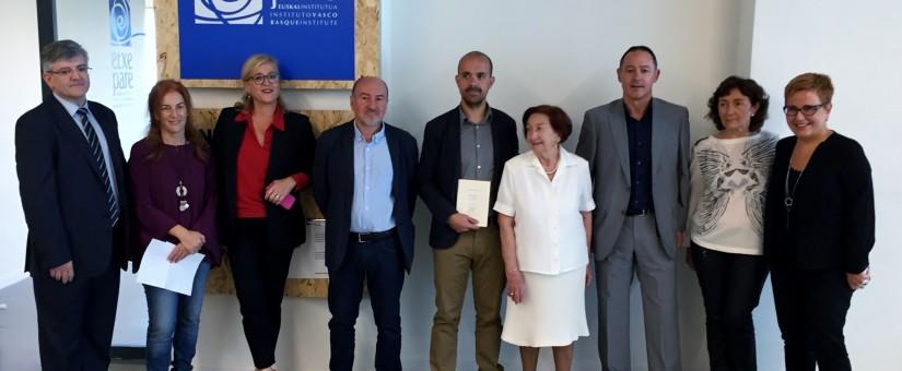 O poemario tempo de exilio, traducido por Isaac Xubín, gaña o I Premio Etxepare de Tradución